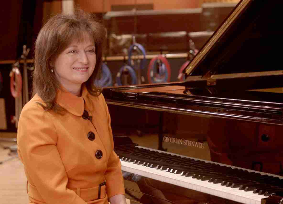 Debbie Wiseman at a piano
